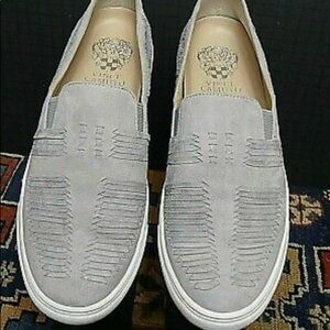 Vince Camuto slip on light grey sneakers 👟